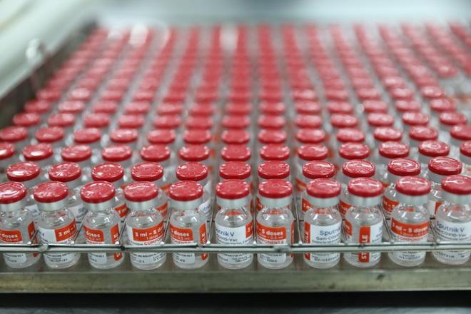 Cận cảnh quy trình gia công vắc xin Sputnik V tại Việt Nam - 9