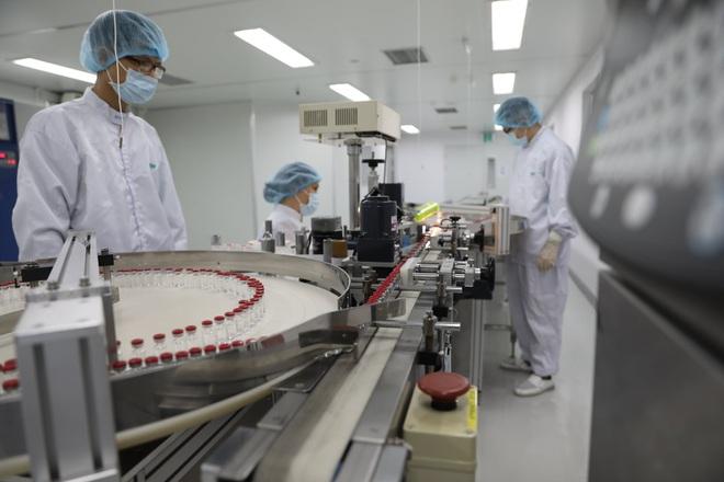 Cận cảnh quy trình gia công vắc xin Sputnik V tại Việt Nam - 5