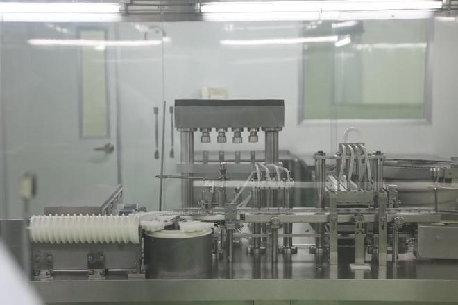 Cận cảnh quy trình gia công vắc xin Sputnik V tại Việt Nam - 2