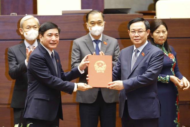 Thực hiện nghị quyết của Quốc hội về công tác cán bộ - 1