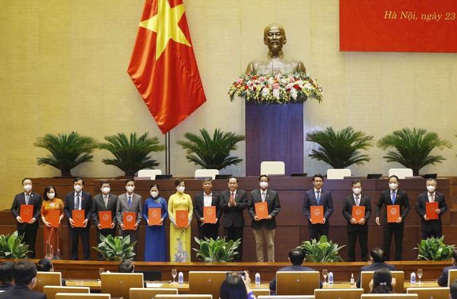Thực hiện nghị quyết của Quốc hội về công tác cán bộ - 2
