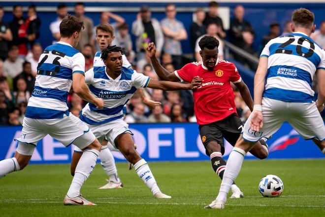 Man Utd bất ngờ hứng chịu thất bại tan nát trước đội bóng hạng dưới - 2