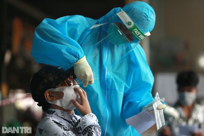 Chủ tịch TPHCM: Có thể mất hàng tháng để kiểm soát dịch bệnh - 4