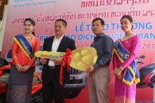 VietinBank Lào trao thưởng ô tô Prado cho khách hàng