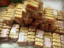 Bánh trung thu 4.000 đồng/cái: Mua cả thùng ăn cho đã