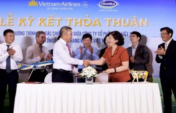 vietnam airlines va vinamilk bat tay cung phat trien thuong hieu vuon tam quoc te