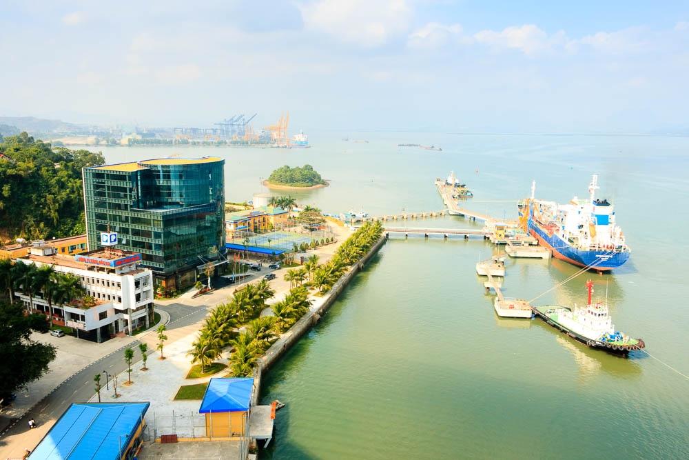 Chính phủ giao Bộ Công Thương rà soát, nghiên cứu việc di dời Bến cảng xăng dầu B12