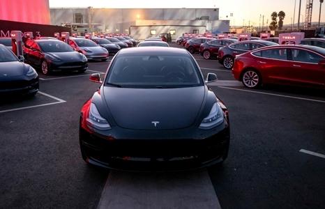Tesla hủy kế hoạch rút niêm yết