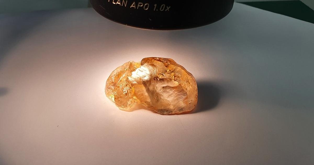 Đào được viên kim cương màu hàng trăm triệu năm tuổi, lớn nhất ở Nga