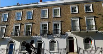 Người Hồng Kông đổ xô sang Anh mua nhà sau luật an ninh mới