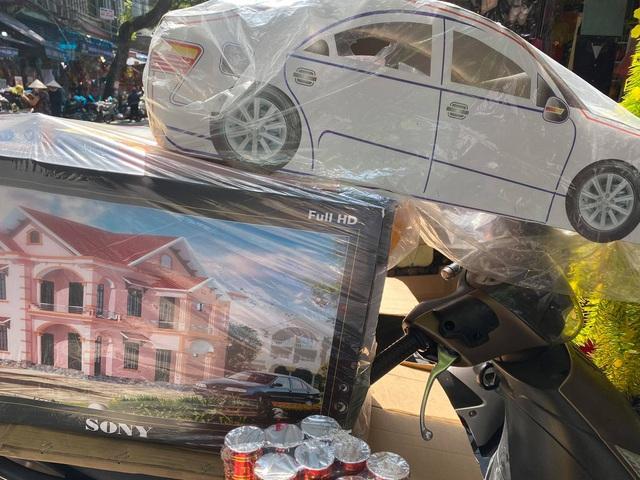 Điều chưa từng thấy: Nhà lầu, xe hơi