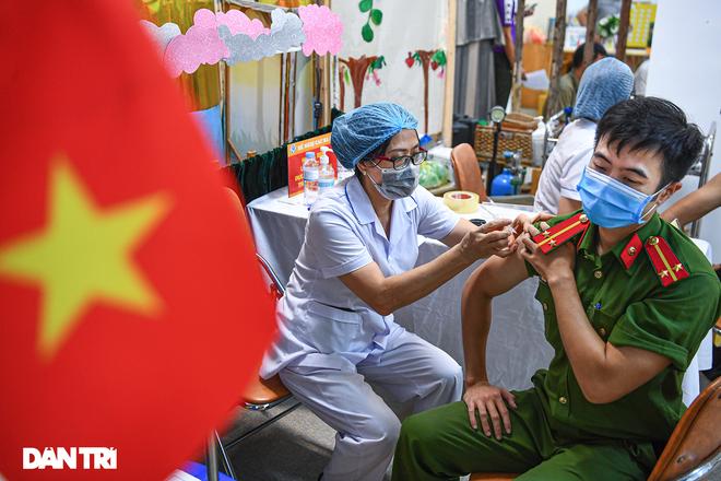 Chuyên gia: Chiến lược vắc xin và xét nghiệm của Hà Nội cần đi trước dịch - 6
