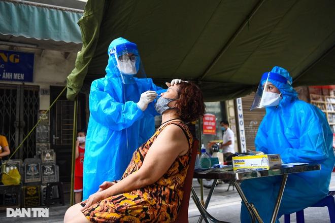 Chuyên gia: Chiến lược vắc xin và xét nghiệm của Hà Nội cần đi trước dịch - 3