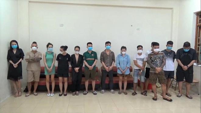 Vụ Thánh chửi Dương Minh Tuyền bay lắc ở quán hát: Khởi tố 5 đối tượng - 1