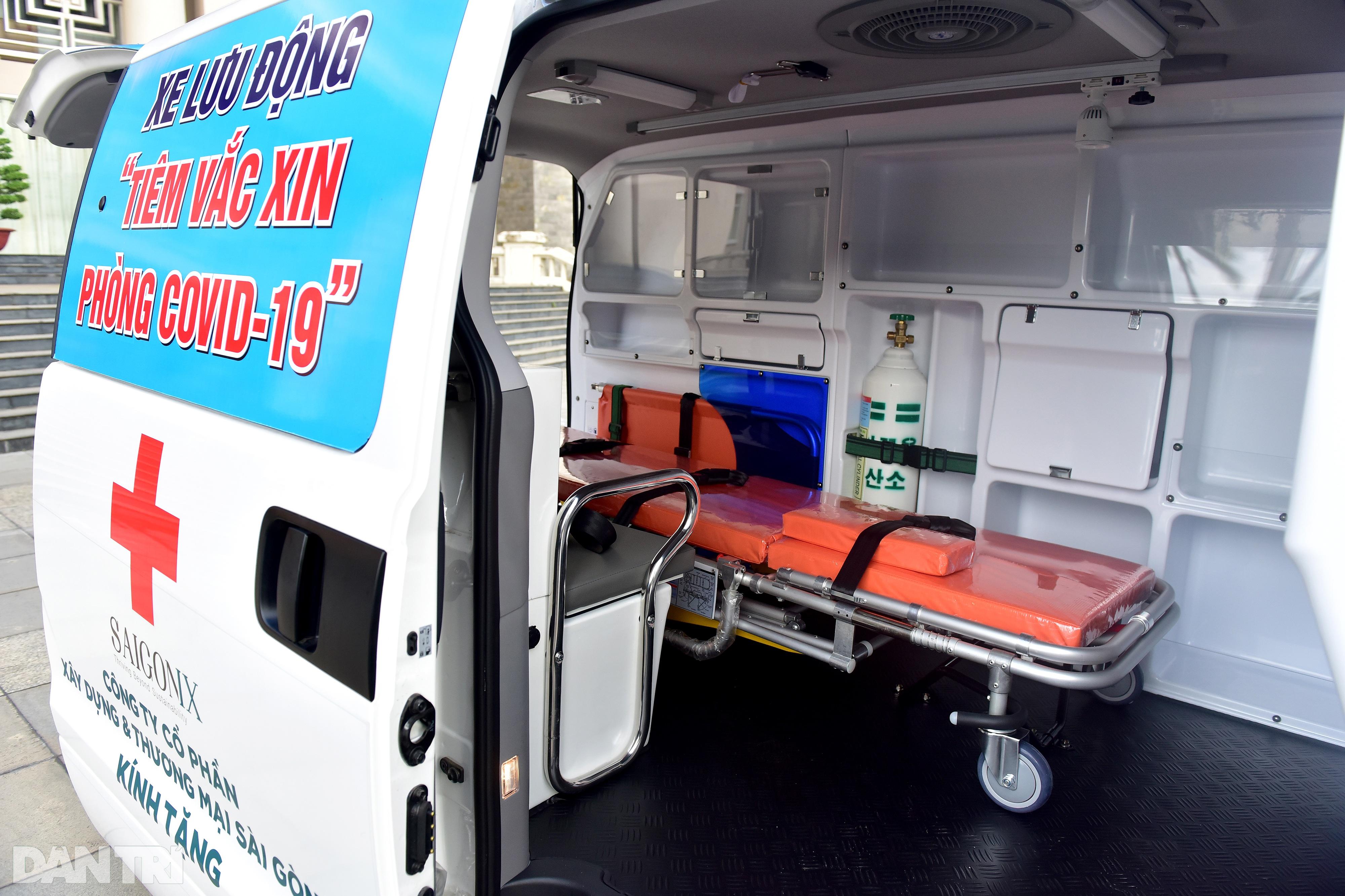Theo chân xe lưu động tiêm vắc xin ở các khu dân cư, điểm cách ly tại TPHCM - 3