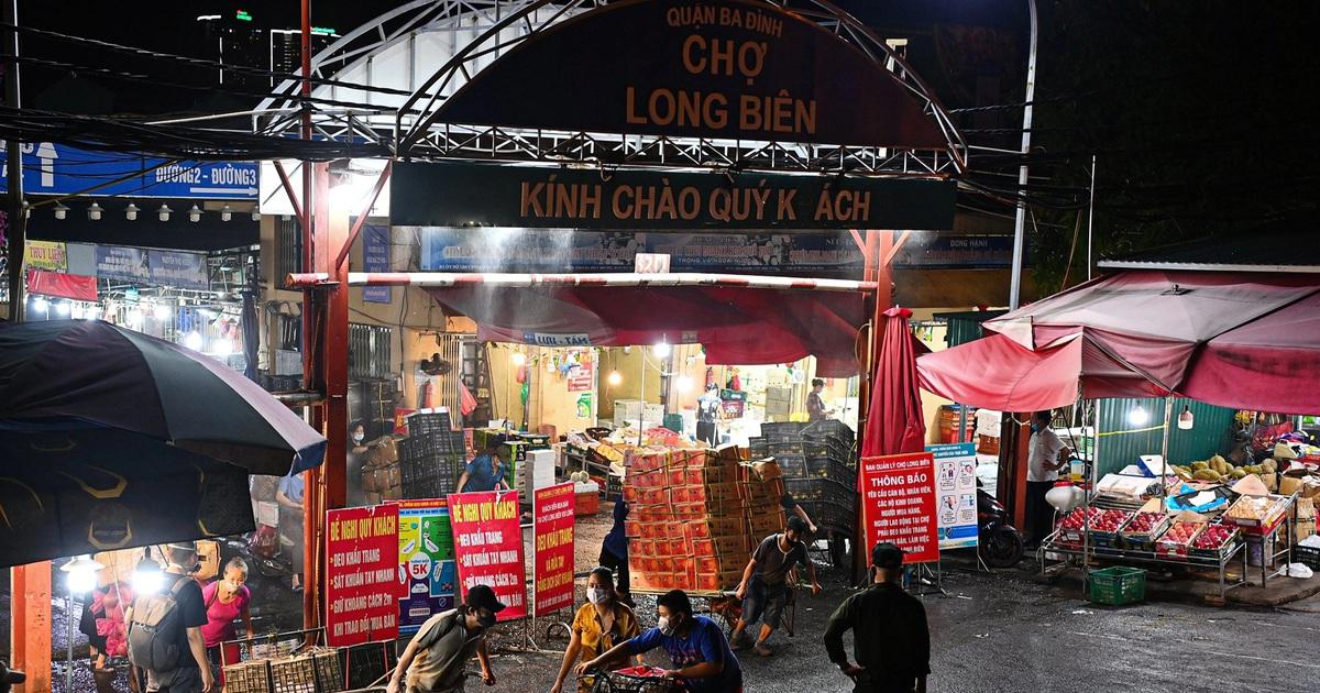 """Vì sao dịch """"tấn công"""" nhiều chợ đầu mối ở Hà Nội?"""