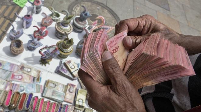 Venezuela xóa 6 số 0 trên đồng nội tệ vì siêu lạm phát - 1