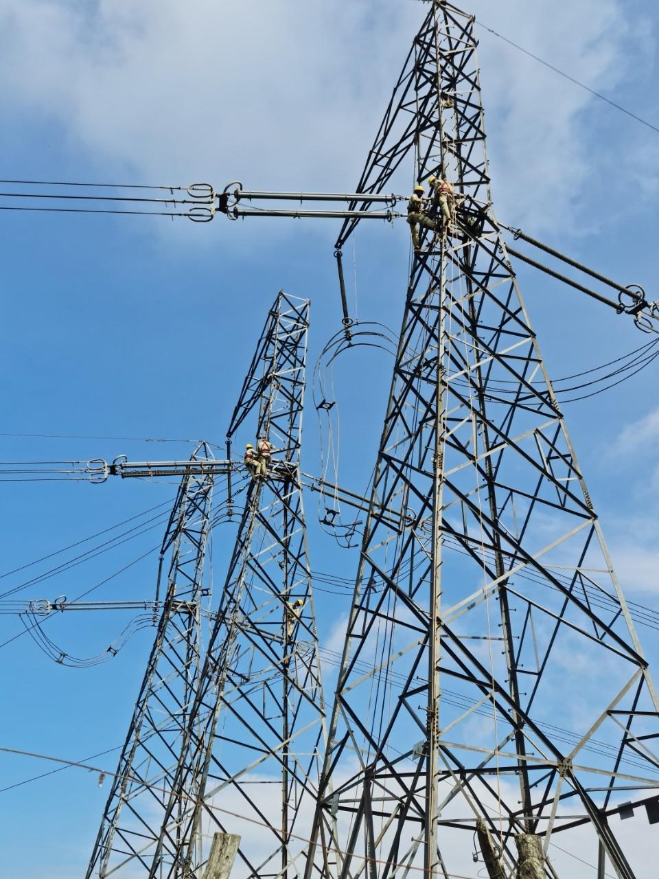 Nhiều khó khăn trong triển khai các dự án truyền tải điện quốc gia