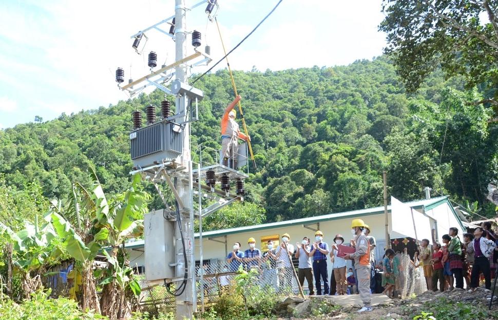 140 hộ đồng bào Mông ở Tủa Sín Chải đón điện lưới trước ngày Tết độc lập