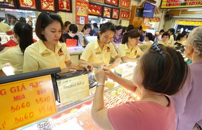 Giá vàng hôm nay 21/11: Đồng USD tăng mạnh, giá vàng thoái lui