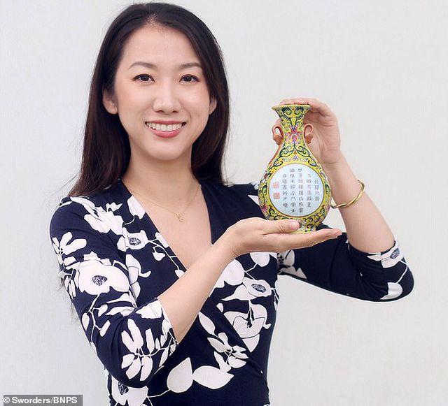 Chiếc bình Trung Quốc cổ được mua với giá chỉ 1 bảng Anh nhưng là kho báu vô giá của Hoàng đế Càn Long