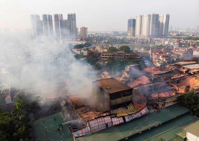 """Bất chấp cháy lớn, cổ phiếu Bóng đèn Rạng Đông vẫn """"sốt"""" vì chia cổ tức """"cực khủng"""""""