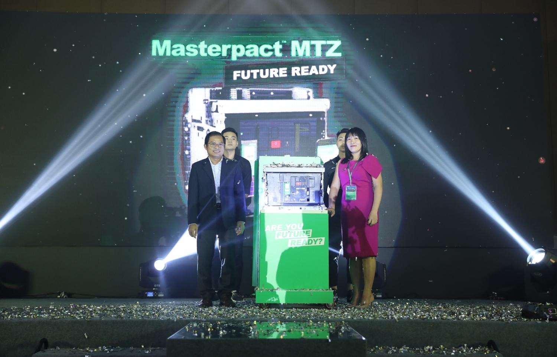 schneider electric ra mat dong san pham may cat ha the masterpact mtz future ready