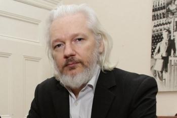 ong chu wikileaks tiep tuc bi giam