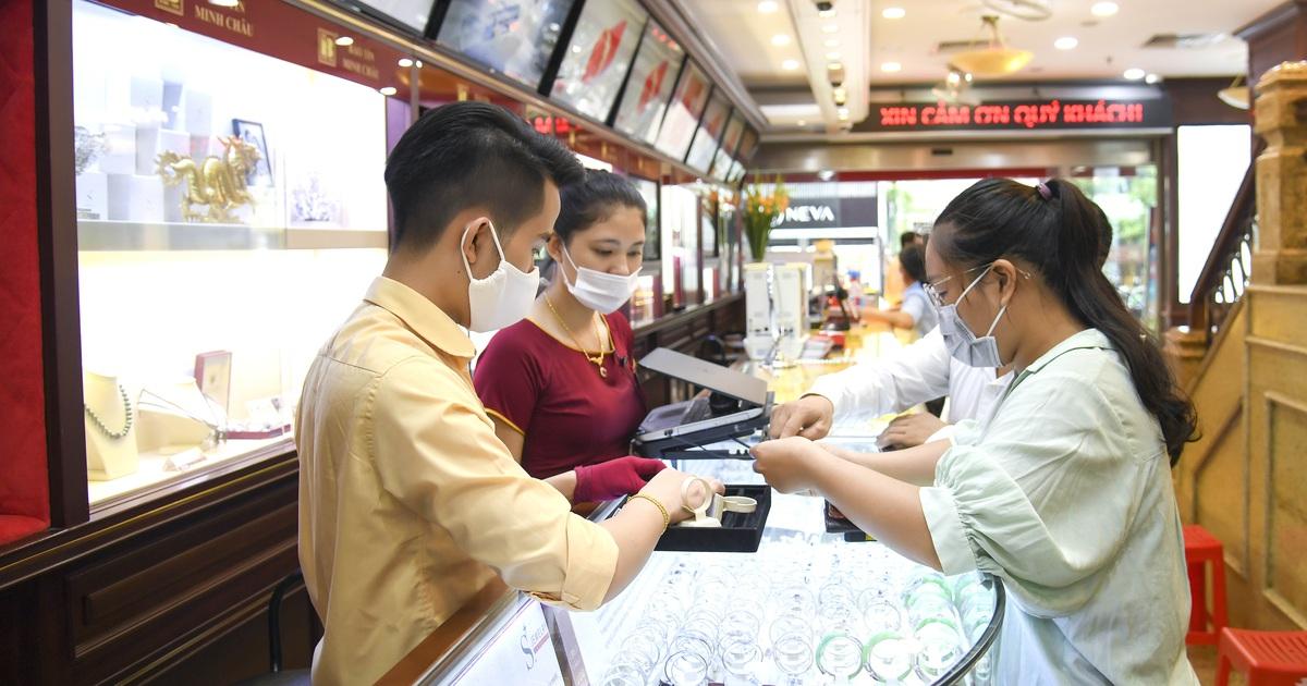 Nhà đầu tư đổ xô bán tháo, giá vàng sụt giảm