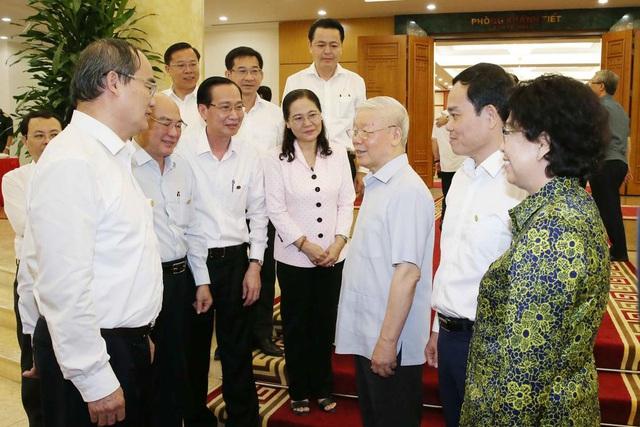 Bộ Chính trị cho ý kiến về nhân sự Đại hội Đảng của TPHCM và 9 tỉnh thành - 1