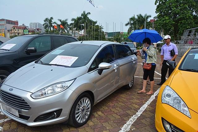 Xe sang giảm giá tỷ đồng, nhiều xế hộp an phận chìm nổi ở Việt Nam - 5
