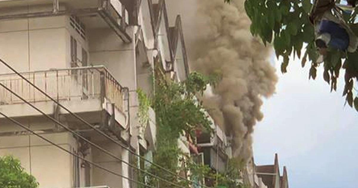 Cháy chung cư ở Sài Gòn, nhiều người hoảng loạn tháo chạy