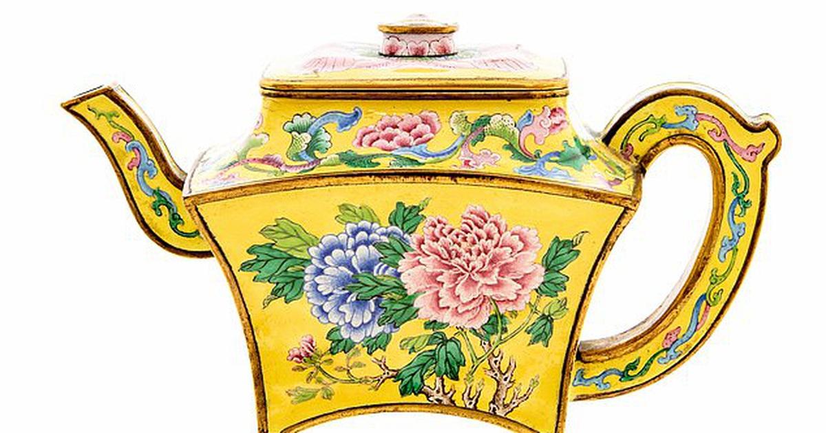 Bất ngờ tìm thấy ấm trà cổ 250 năm tuổi được định giá 3 tỷ đồng