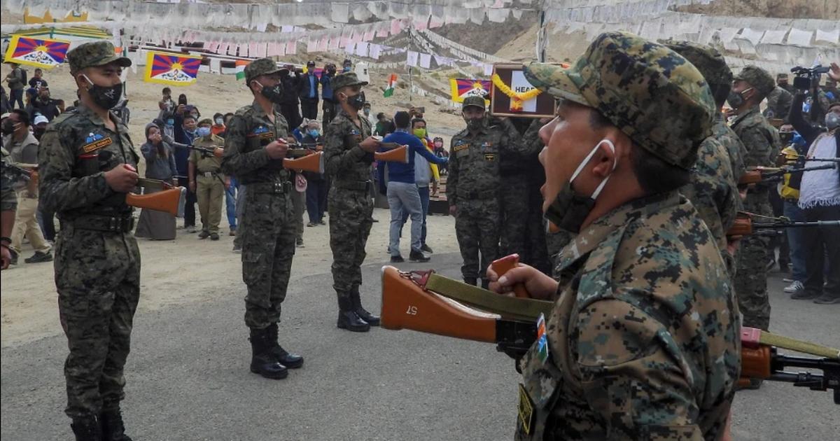 Trung Quốc điều binh sĩ, dàn khí tài tập trận sát biên giới Ấn Độ