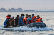"""Hành trình người nhập cư lậu vượt """"eo biển tử thần"""" tới Anh"""