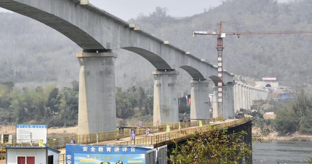 Tuyến đường sắt 6 tỷ USD Trung Quốc - Lào: Lối thoát nghèo hay bẫy nợ?