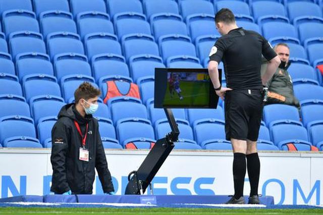 Brighton 2-3 Man Utd: Chiến thắng kịch tính - 9