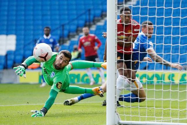 Brighton 2-3 Man Utd: Chiến thắng kịch tính - 13