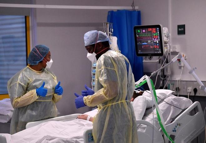 Người nhiễm biến chủng Delta nguy cơ nhập viện cao gấp đôi - 1