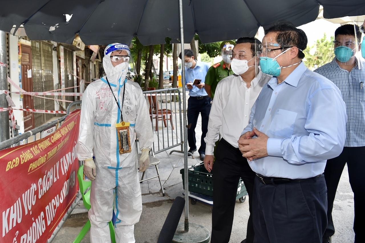 """Thủ tướng Phạm Minh Chính: Không để """"chặt ngoài, lỏng trong"""" trong phòng chống dịch COVID-19"""