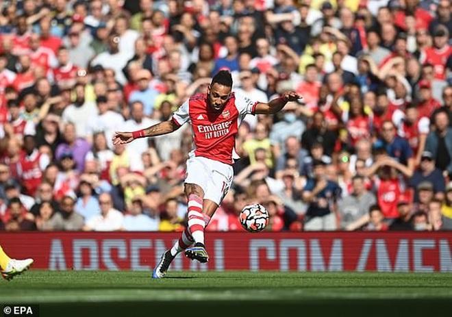 Tottenham thua sốc trận đầu tiên, Arsennal lần đầu giành trọn 3 điểm - 8