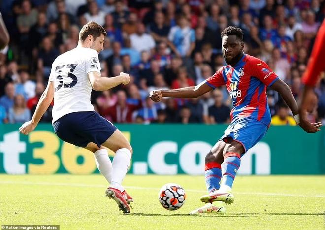 Tottenham thua sốc trận đầu tiên, Arsennal lần đầu giành trọn 3 điểm - 5