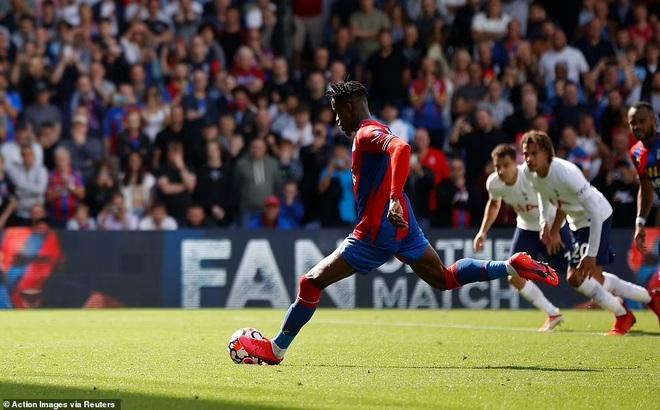 Tottenham thua sốc trận đầu tiên, Arsennal lần đầu giành trọn 3 điểm - 2