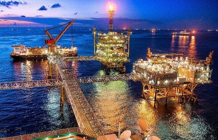 Giá dầu ngày 13/9 duy trì đà tăng mạnh
