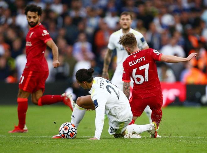 Lĩnh cú vào bóng triệt hạ, ngôi sao Liverpool chấn thương kinh hoàng - 1