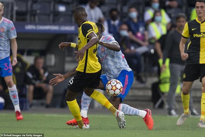 HLV Solskjaer nói gì khi Man Utd thua muối mặt trước Young Boys? - 1