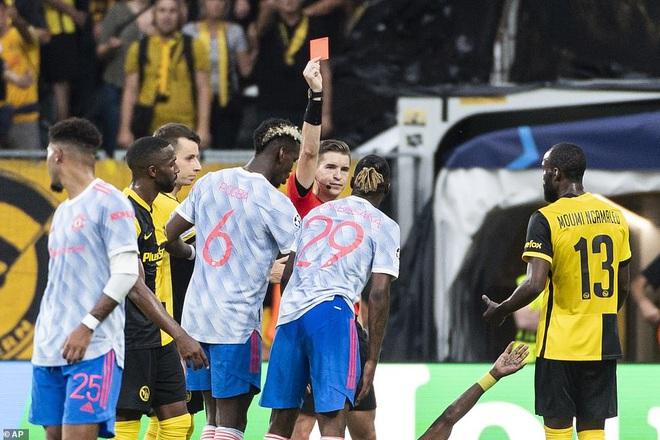 HLV Solskjaer nói gì khi Man Utd thua muối mặt trước Young Boys? - 2