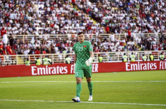 Báo Trung Quốc bình luận về việc Văn Lâm vắng mặt ở vòng loại World Cup - 1
