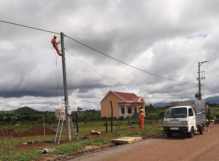 Đưa điện quốc gia về khu tái định cư làng Dơ Nâu