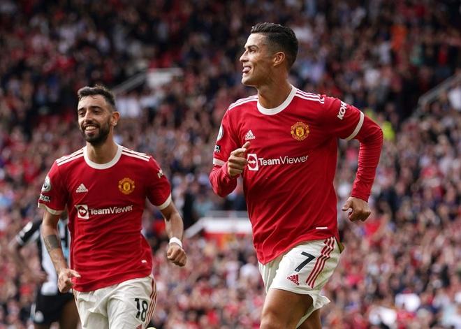 Huyền thoại Man Utd khuyên Ronaldo dừng việc tập làm huấn luyện - 2